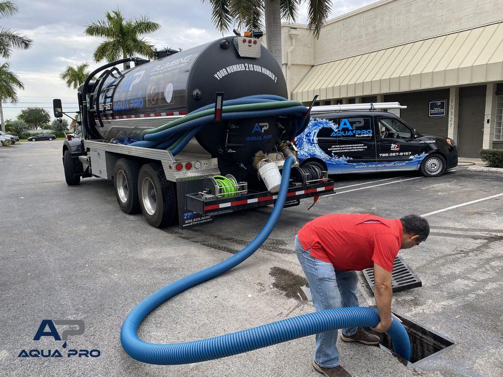 miami-septic-service-technician-pumping-septic